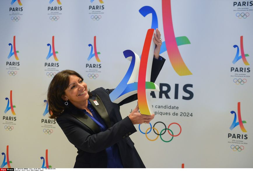 7784558558 la maire de paris anne hidalgo presente le logo de la candidature de paris aux jo 2024 le 17 fevrier 2016 JO à Paris en 2024, quel impact pour limmobilier ?