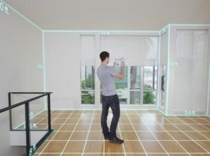 Scan 3D d'une pièce par un agent immobilier